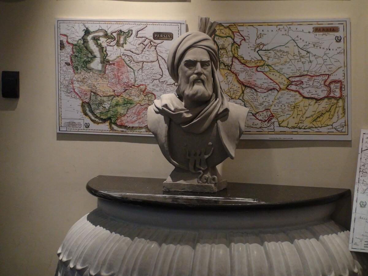 زادروز فردوسی شاعر پر آوازهی حماسی و تاریخی سرزمین ایران